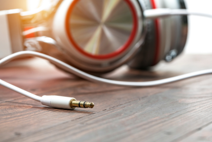 Clean the headphone jack with a cotton swab